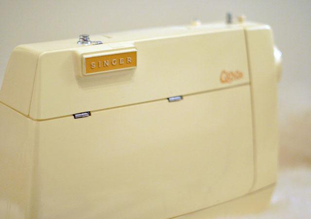 Vintage-Sewing-Machine-Singer-Genie-353