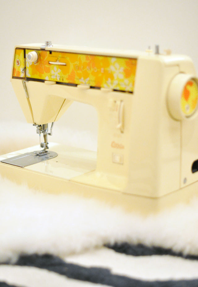 Vintage-Singer-Genie---353--Sewing-Machine-from-the-70s