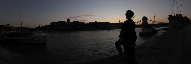 budapest_riverside_night_panorama