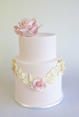 Roses and Bows... (Sweet Tiers) Tags: pink roses leaves wreath occasion bows christeningcake goldbows rosewreath