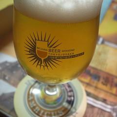 3杯めはティママン•ブランシェ TIMMERBS BLANCHE ランビックというブリュッセル郊外のみ生息の野生酵母ビール