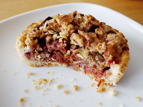 09-08 strawberry rhubarb crumble tart