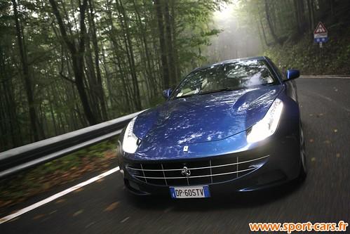 Essai Ferrari FF 18