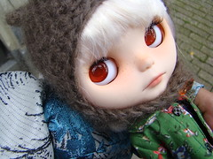 That's the way of traveling my dolls prefer  ^_____^ (Vainilladolly) Tags: paris doll blythe custom fbl fiep vainilladolly