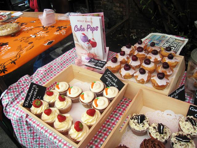 molly bakes cupcakes
