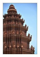 Independence Monument (Noon) (Sana, Oung Ty) Tags: portrait monument nikon cambodia khmer dragon nikkor independence vann phnom penh naga f35 d90 18105mm monyvann