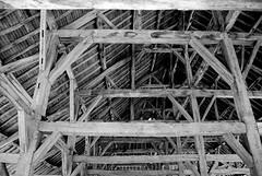 Zig-a-Zag... (CitroenAZU) Tags: wood roof white black france building construction noir hal frankrijk zwart wit blanc halle hout bois batiment gebouw dak balk constructie