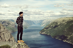 (BricePortolano) Tags: blue sea summer man mountains green norway shirt 35mm landscape nikon wind fjord vue brice timberland preikestolen portolano briceportolano
