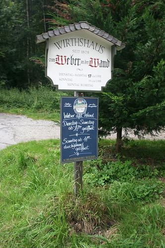 Schild Wirtshaus Der Weber an der Wand