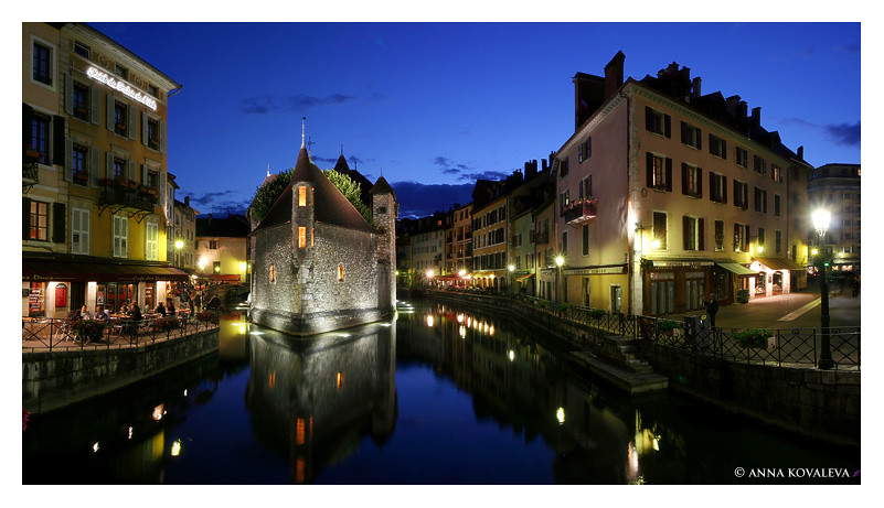 Night panorama of Annecy with Palais d'Isle