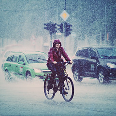 Rain, Rain and more Rain... (www.juliadavilalampe.com) Tags: street urban woman berlin rain bike deutschland photography lluvia streetphotography carros getty autos regen gettyimages mojada chaulafanita juliadavila juliadavilalampe