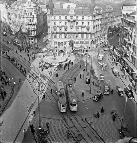 Trams on Stureplan in Stockholm in 1949.