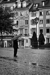 La pluie s'invite (www.michelconrad.fr) Tags: monochrome canon eos shot noiretblanc candid pluie paintshoppro 70300mm rue gens parapluie lightroom 70300 lesgens ef70300mmf456isusm 60d eos60d