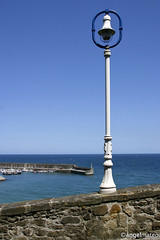 (ngel mateo) Tags: sea sky espaa muro beach wall mar spain farola horizon asturias playa atlantic cielo lantern atlntico horizonte lastres cantbrico cantabrian ngelmartnmateo puertodelastres ngelmateo portballast