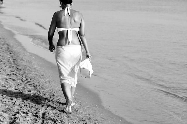 Femme seule sur la plage - Transparences