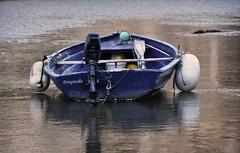 Perdida (Merce Egea (sin tiempo para flickear)) Tags: blue sea azul mar barca menorca bot illesbalears nikon90 merceegea blinkagain