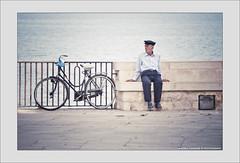 Il vecchio e il mare (Michele Cannone) Tags: mare bici vecchio anziano