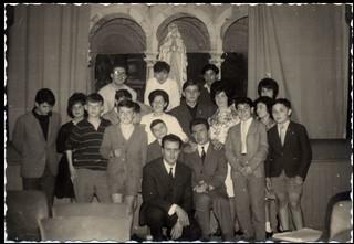 """Il direttore Pascalino con i """"Ragazzi di Milano"""" (1961) IDAM 1961c_13"""