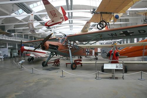 """Vordere Halle mit Fieseler """"Storch"""" - Flugwerft Schleißheim"""