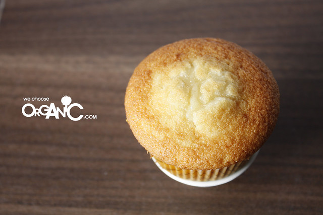 Golden, wonderful, tasty and rich Vanilla Cupcakes, the best Vanilla Cupcakes