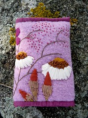 Broderies automnales (chabronico) Tags: wool quilt shot silk coton cotton quilting lichen applique soie kaffe ruban laine appliqué broderie fassett