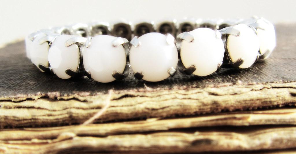 Swarovski Crystal Bracelet in White Alabaster Stones