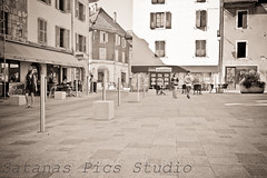 Place (Nirogan) Tags: street boy portrait people bw woman detail art sol girl architecture fleurs 35mm canon vintage pose nice photographie noiretblanc nb lumiere ligth 5d oldies 1740 regard ombres urbain sps grandangle photosderue spstudio satanaspicsstudio nirogan bynirogan