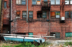 Urban Sailboat (365-239) (David Guidas) Tags: street old urban detail brick boat sailing pentax pennsylvania 365 project365 k20d da1770 2011inphotos