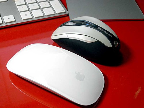 Apple Magic Mouse と Microsoft Bluetooth Notebook Mouse 5000