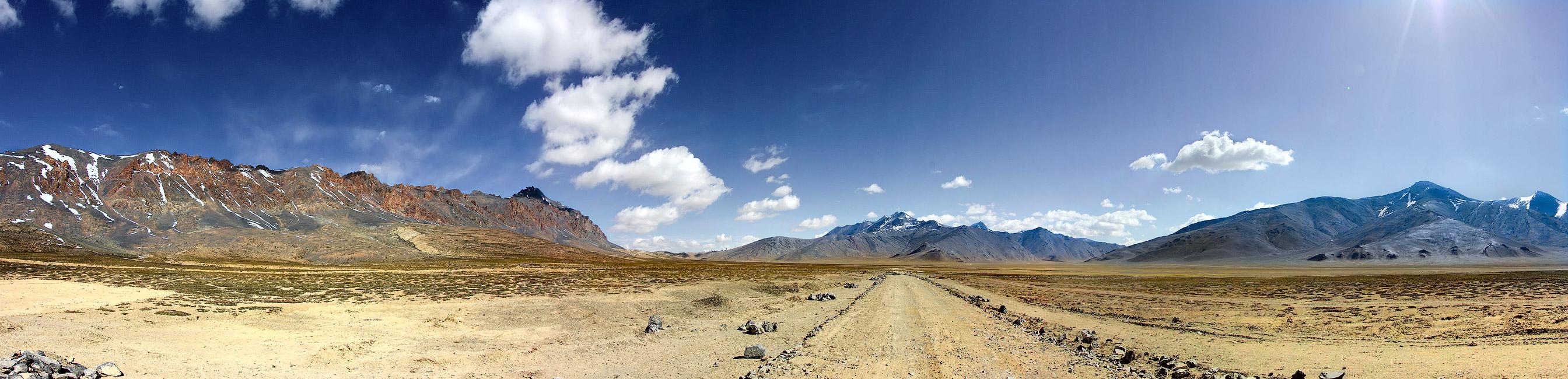 Дорога на перевал Тангла Ла. Ладакх, Индия. Панорамы Гималаев