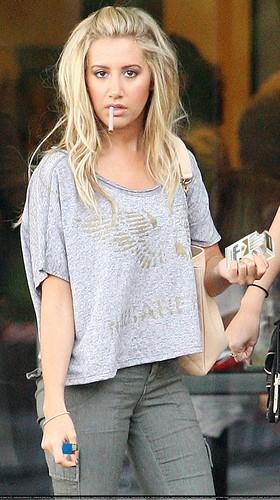 Demi Lovato Smoking Cigarettes Ashley tisdale smoking a