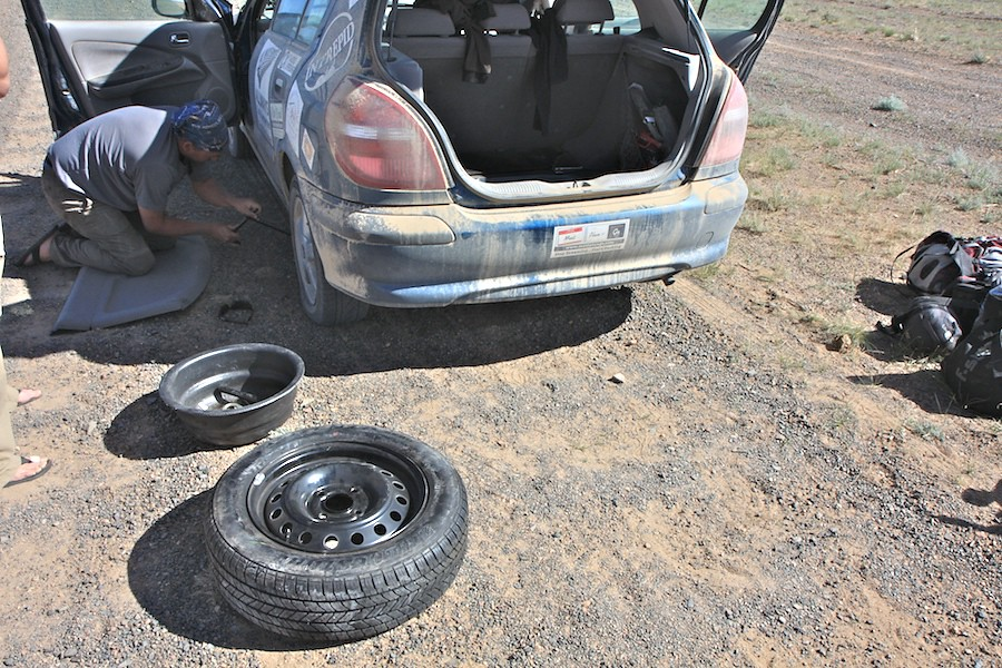 fixing_flat_tire_mongolia