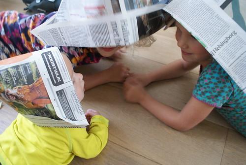 drie hoedjes van papier