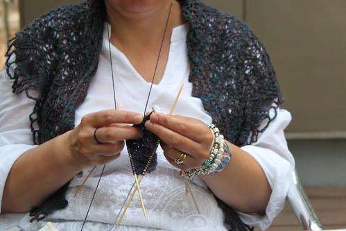 Tricotando ao ar livre