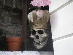 Dr. Dead (de Muur van Geluk) Tags: denbosch shertogenbosch muur scherven geluk demuurvangeluk mozaïek