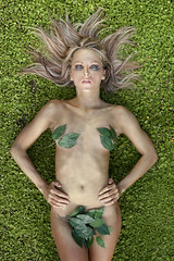 Madre Natura (Buldrock) Tags: portrait green foglie garden gold naturallight erba ritratto giardino oro greenandgold lucenaturale velena buldrock