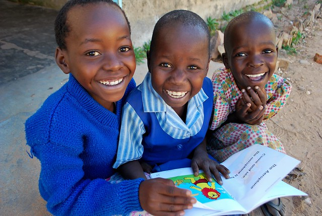 Children reading at the Matau Primary School, Zimbabwe