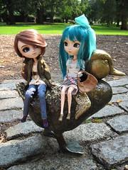 Boston Common- Lilith and Tessa (miss_skittlekitty) Tags: dolls bostonma pullips bostoncommon makewayforducklings bostonpublicgarden