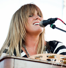 Grace Potter and The Nocturnals (Katie McPansy) Tags: city 2 summer elephant black festival circle keys photography perfect day shots live katie potter august cage grace molly kansas flogging lollapalooza grogan 2011 nocturnals kerli mcpansy kanrocksas