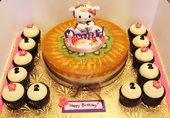 Hello kitty Cake & cupcake set ({ Sweet Xpressions } Cake) Tags: chicago cow cupcakes chocolate hellokitty ox birthdaycake mango moomoo mousse fondant gumpaste mangocheesecake kidscake childrencake