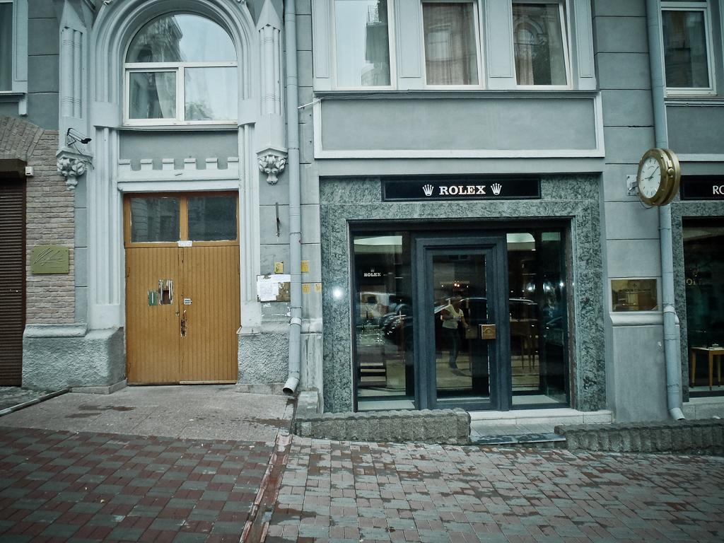 Kiev_Ukraine_rommorama_Apartment_Entrance