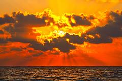 [免费图片] 自然・景观, 云, 日落, 海, 201108260100