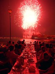 De la fiesta mayor (Kim Bordons) Tags: mar rojo punta farol barcas grua sitges fuegos calor festamajor focs talcual desderusiaconamor holaoriol sinlaboratorio holabea holapiris elcolordelfuego cenarro