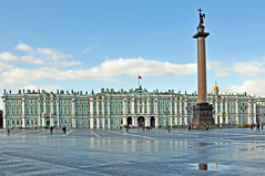 Russia_2761 - Monument and Hermitage (archer10 (Dennis) (66M Views)) Tags: museum nikon russia moscow free palace dennis jarvis hermitage alexandercolumn d300 catherinethegreat iamcanadian 18200vr emperoralexander freepicture 70300mmvr dennisjarvis archer10 dennisgjarvis