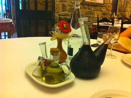 Tavèrnoles | Restaurant Fussimanya | Vino, agua, aliño