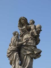 P1060133 (t.grudzien) Tags: bridge sky woman love ball child prague affection coat praga most figure marble kula dziecko figura niebo mio kobieta marmur szata przywizanie