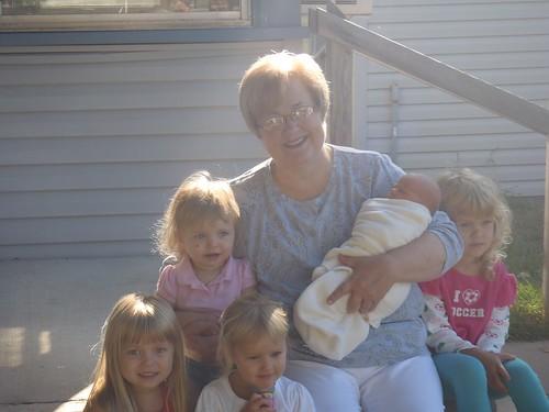 Vivianne, Lilah,Kaitlyn, Grandma, Lillian and Sidney