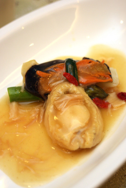 Braised Sliced Abalone, Dried Scallop and Vegetables in Tan Jia Sauce ($18/pax)