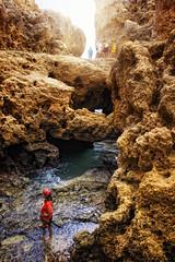Viaje al centro de la Tierra (Zu Sanchez) Tags: light luz portugal water rock stone agua algarve iberia carvoeiro algarseco zusanchez gettyiberiasummer