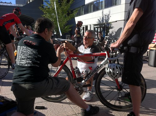 Stephen Roche making some last minute saddle adjustments